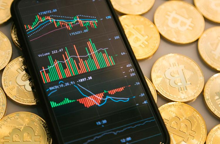 Bitcoin segue em queda enquanto Binance Coin avança 12%
