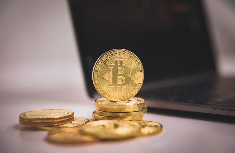Mark Cuban muda de postura e defende Bitcoin publicamente