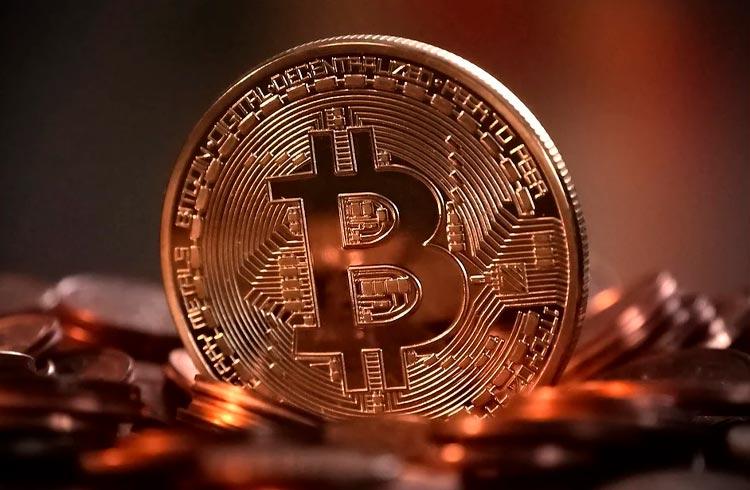 Bitcoin exibe leve queda e mercado segue sua correção