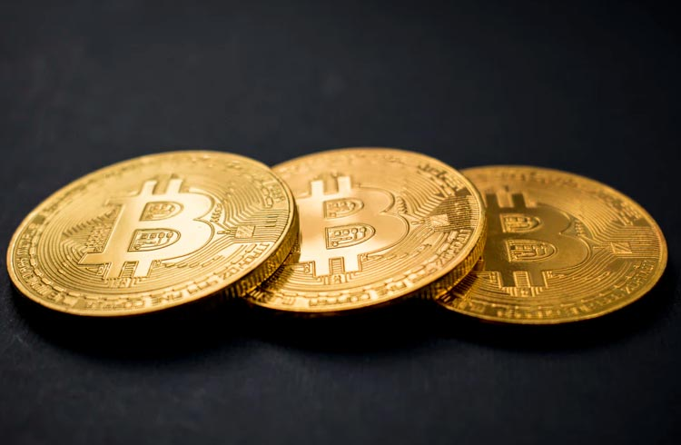 Bitcoin segue firme enquanto restante do mercado corrige