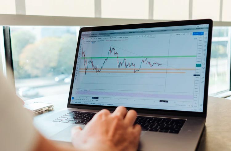 BNB, SafeMoon e Litecoin podem saltar até 90% em nova alta