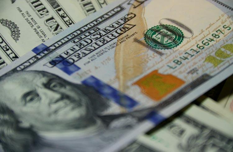 Dólar atinge menor cotação em 6 meses; como isso impacta o mercado?