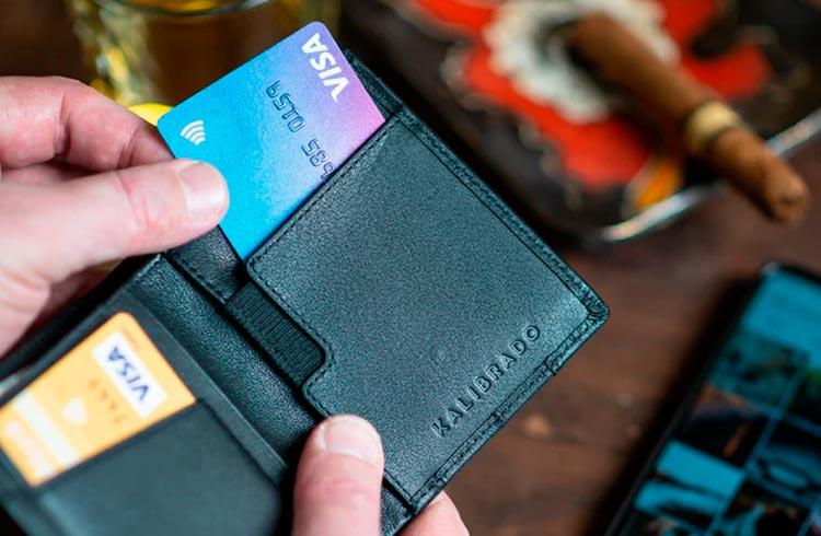 Entenda como funciona a anuidade do cartão de crédito