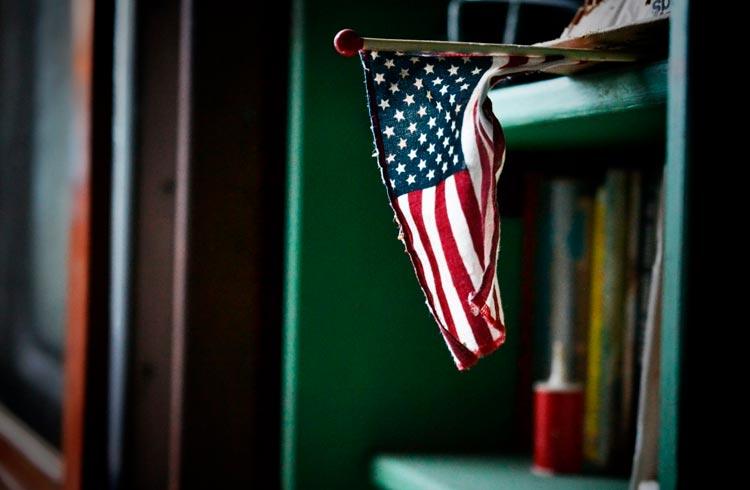 Receita dos EUA dá mais um passo para regulamentar criptomoedas