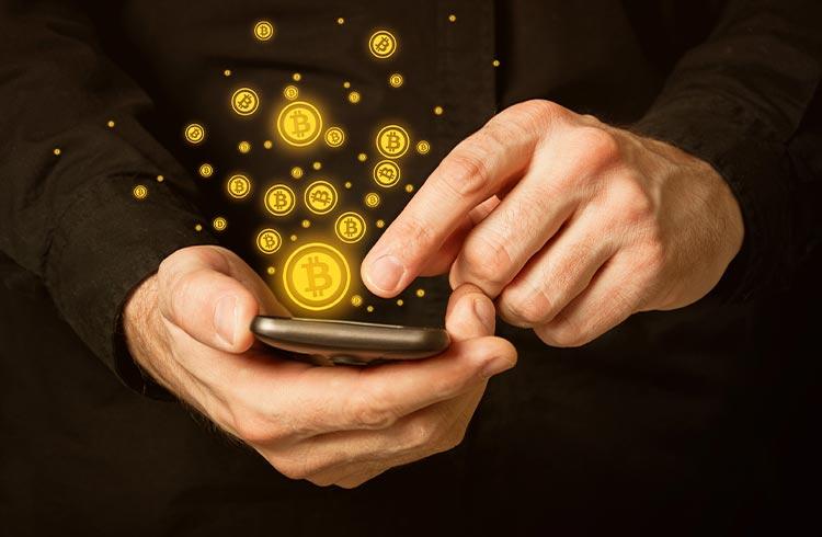 Taxa do Bitcoin atinge nível mais baixo em 6 meses