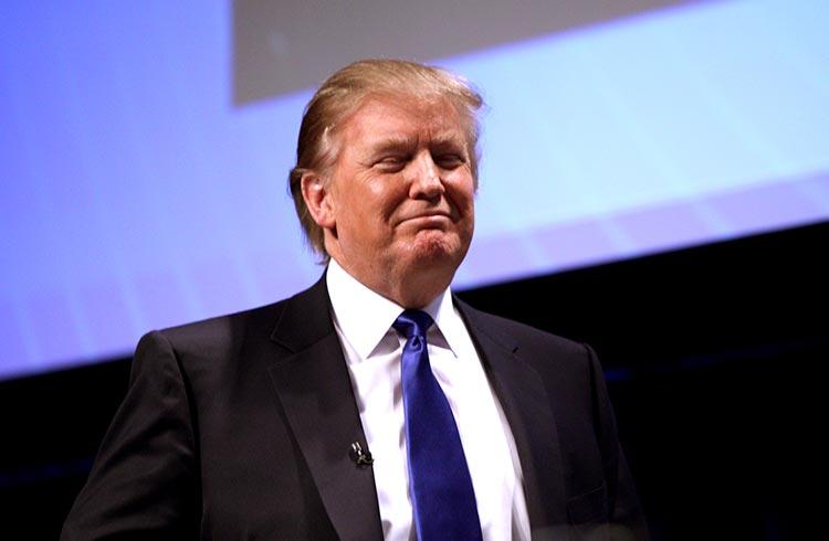 Trump chama Bitcoin de golpe e não gosta da competição com o dólar