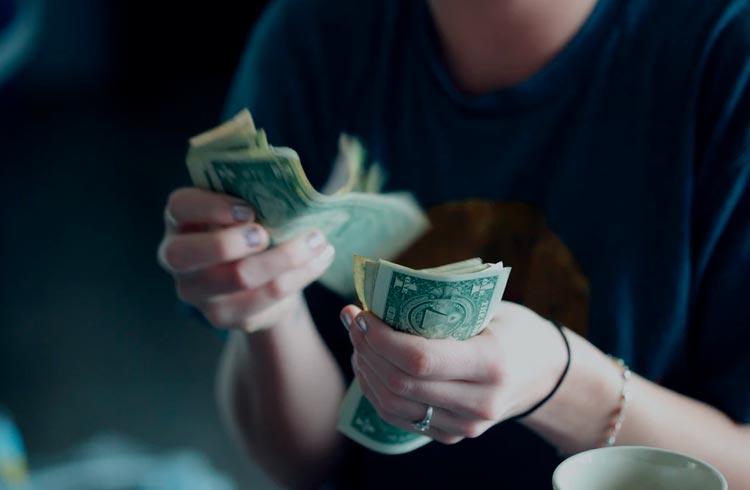 Usuário ganha US$ 1 trilhão na Coinbase após erro na plataforma