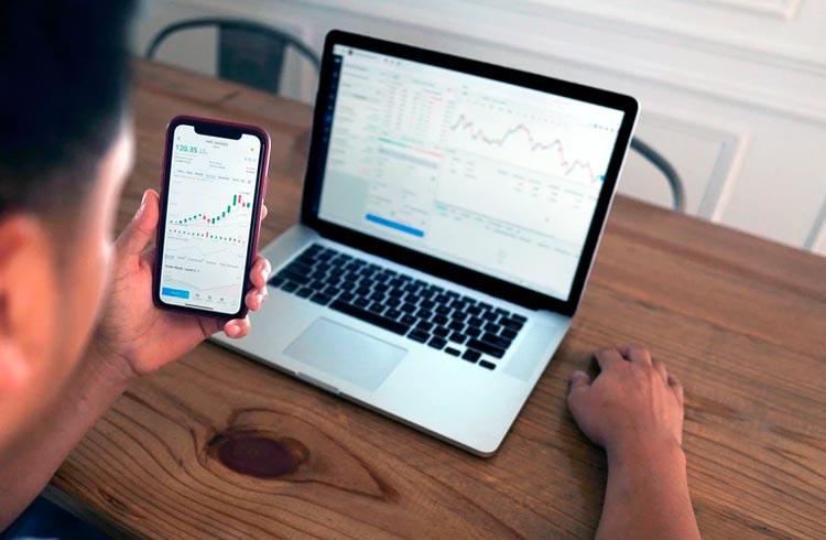 3 criptomoedas ainda podem saltar 60% mesmo com correções do mercado