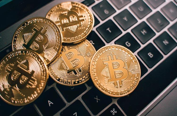 Baleias de Bitcoin acumulam 60.000 BTC em apenas 3 dias