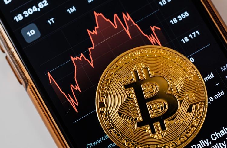 Bitcoin cai após valorizar no domingo; ETH, ADA e BNB seguem a queda