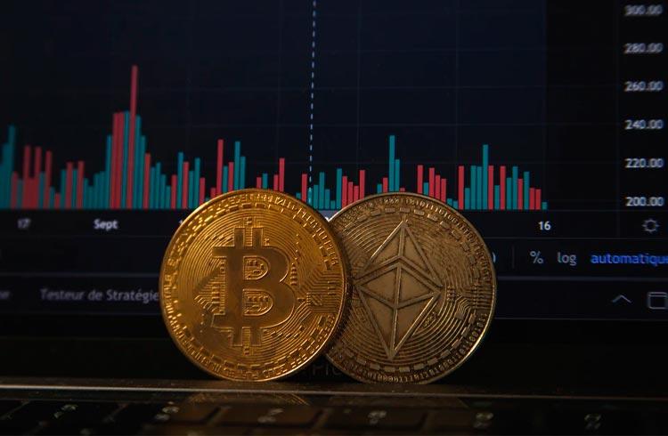 Bitcoin segue lateralizado; Ethereum opera com leve queda