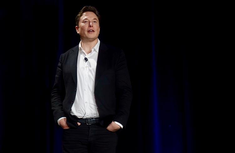 Elon Musk revela que SpaceX tem Bitcoin em seu balanço