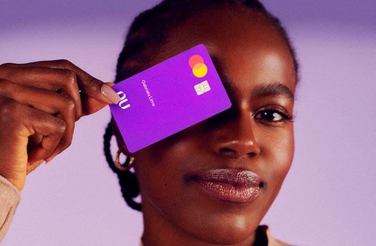 Nubank revela cartão com suporte para Apple Pay e cashback