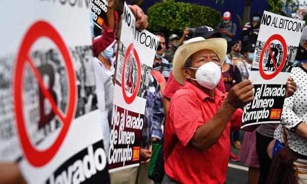 Protesto em San Salvador na sexta-feira contra a introdução do Bitcoin como moeda legal. Fonte: Marvin Recinos/AFP