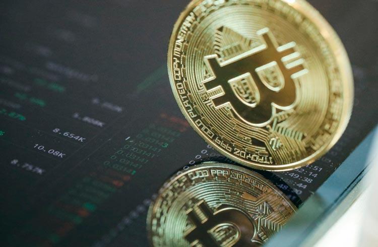 Bitcoin busca os US$ 46.000 após disparar durante a madrugada