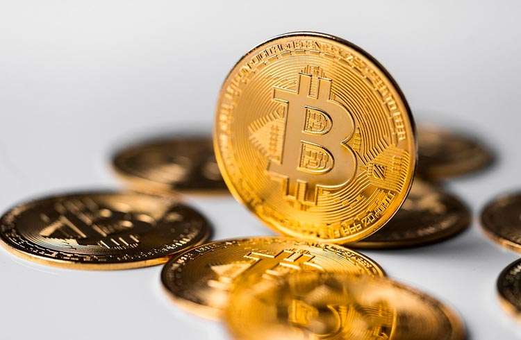 Bitcoin exibe correção e divide desempenhos de criptomoedas