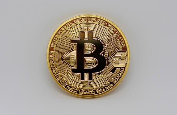 """Música """"50 reais"""" inspira piada: """"investi em Bitcoin e fiquei milionária"""""""