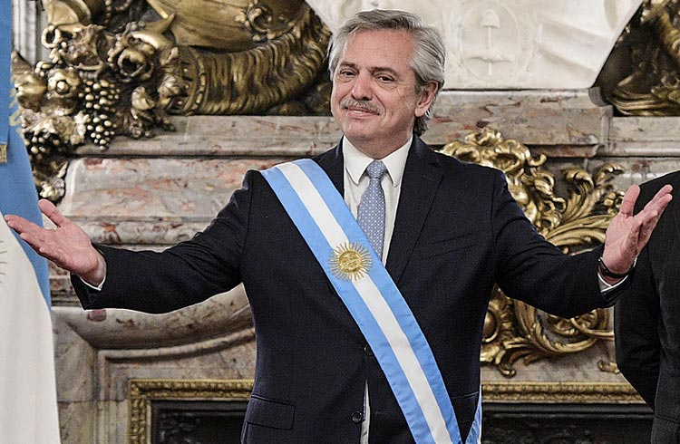 Presidente da Argentina considera criptomoedas para combater inflação