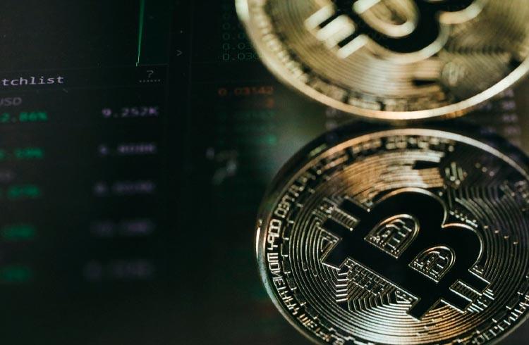 Bitcoin cai para US$ 47 mil e mercado de criptomoedas acompanha queda