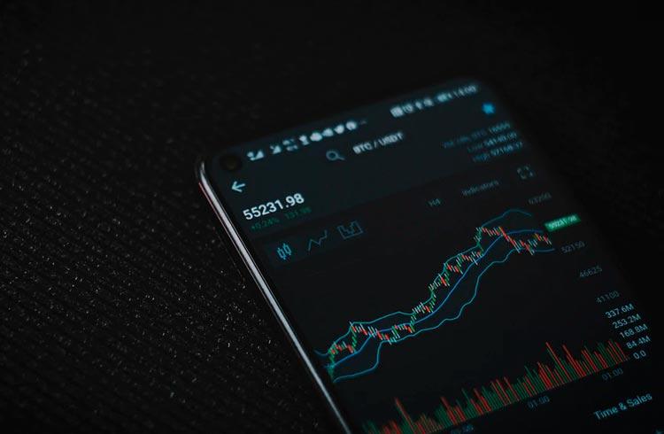 Bitcoin permanece acima dos US$ 51 mil e moedas sobem 10% durante o fim de semana