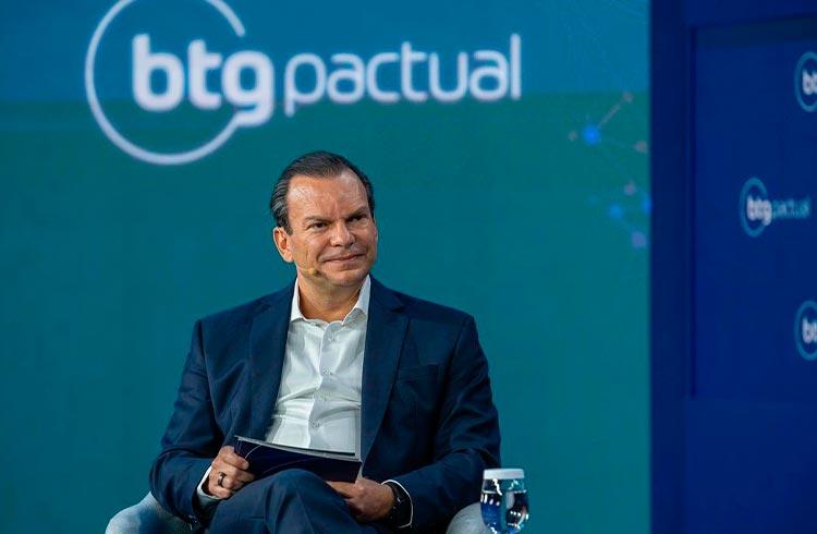 CEO do BTG indica investir no máximo 2% em criptomoedas