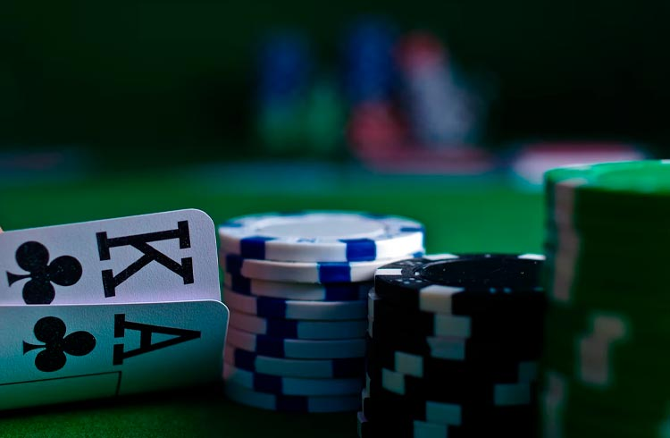 """Chefe da SEC compara stablecoins a """"fichas de Pôquer"""""""