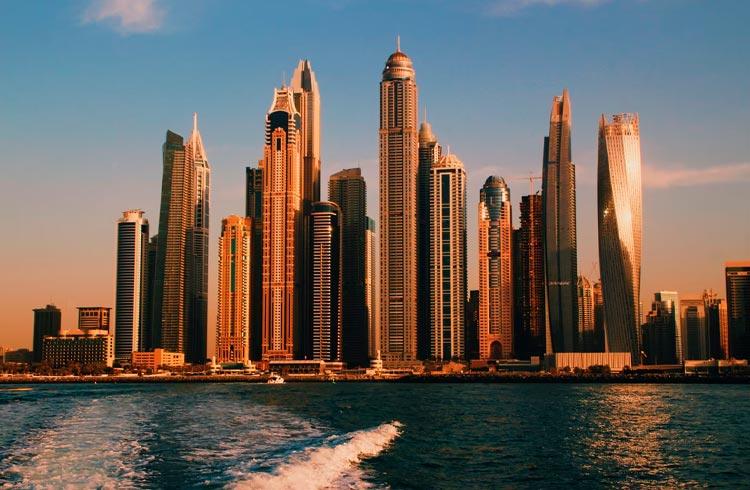 Emirados Árabes aprovam comércio de criptomoedas em zona franca de Dubai