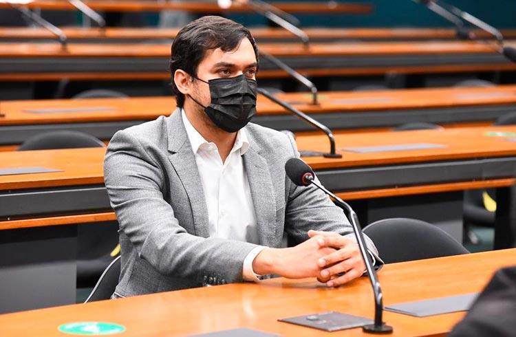 Expedito Neto encaminha parecer sobre projeto de regulamentação das criptomoedas no Brasil