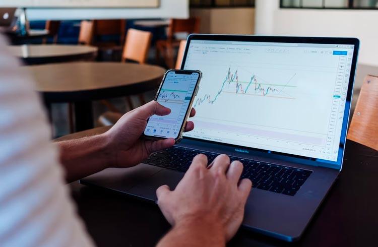 Fim da era das exchanges centralizadas? Exchange dYdX supera volume da Coinbase