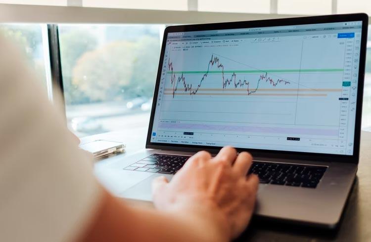 Trader indica cinco criptomoedas que podem explodir de preço em outubro