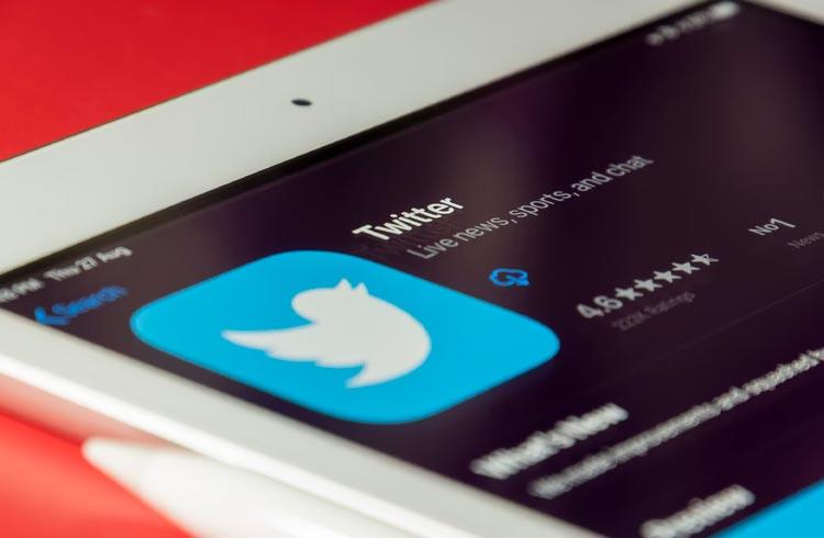 """Twitter lança """"gorjetas"""" em Bitcoin em todo o mundo e explora verificação de avatares em NFT"""