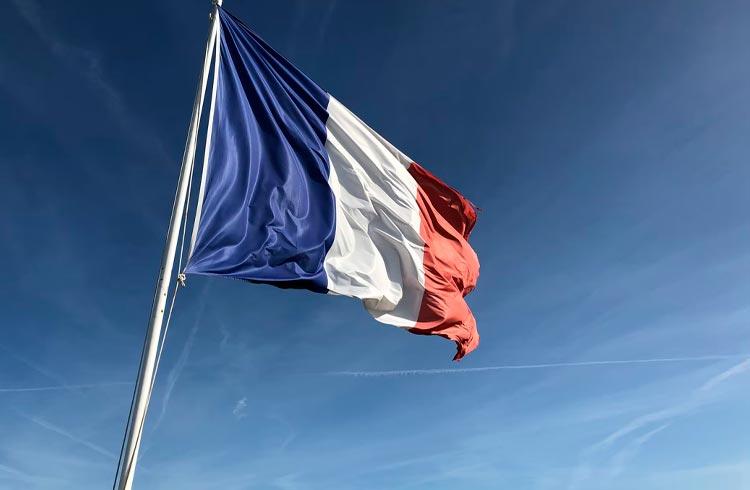 França divulga resultado de teste com CBDC e lançamento de ETF de Bitcoin