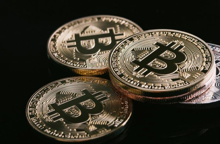 Fundo de George Soros vendeu ações e comprou Bitcoin, confirma CEO