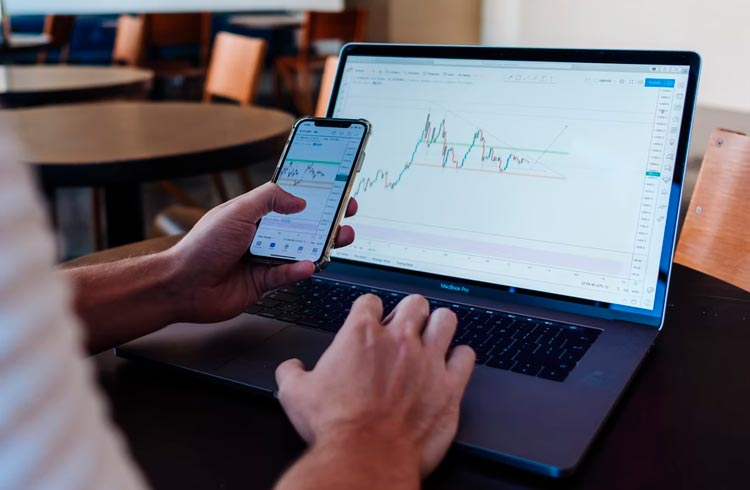 Mercado amanhece em baixa e Bitcoin volta ao valor de US$ 54 mil