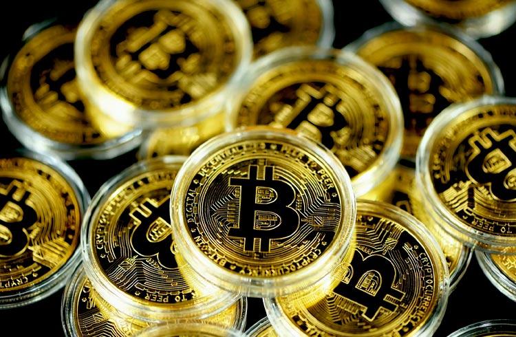 Polícia encontra 522 Bitcoins com suspeito de participar de esquema fraudulento